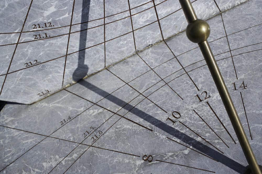 Horizontal- und Vertikaluhr